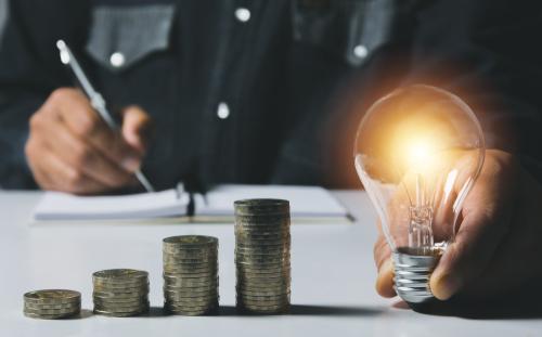 5 dicas para economizar energia em indústrias com prensa-cabos