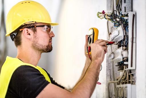 Pane Elétrica nas Empresas