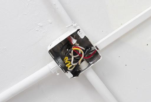 As caixas de passagem podem ajudar a prevenir acidentes elétricos?